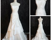 Items similar to Vintage Romantic Strapless Lace A-Line ...