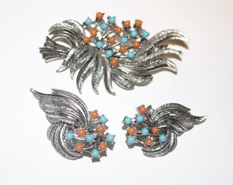Beautiful Vintage Set - Brooch and Clip On Earrings