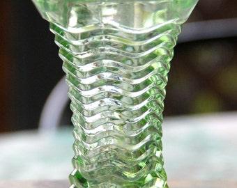 VINTAGE GREEN DEPRESSION Posy vase