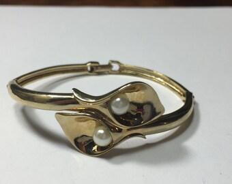 Avon Gold Cala Lily flower bracelet