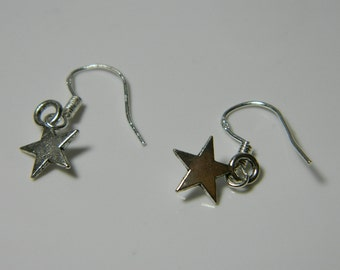 Vintage Sterling Silver  Small, Star, Cute  Earrings 0.3g U3912