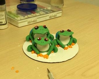 Fondant tree frog cake topper