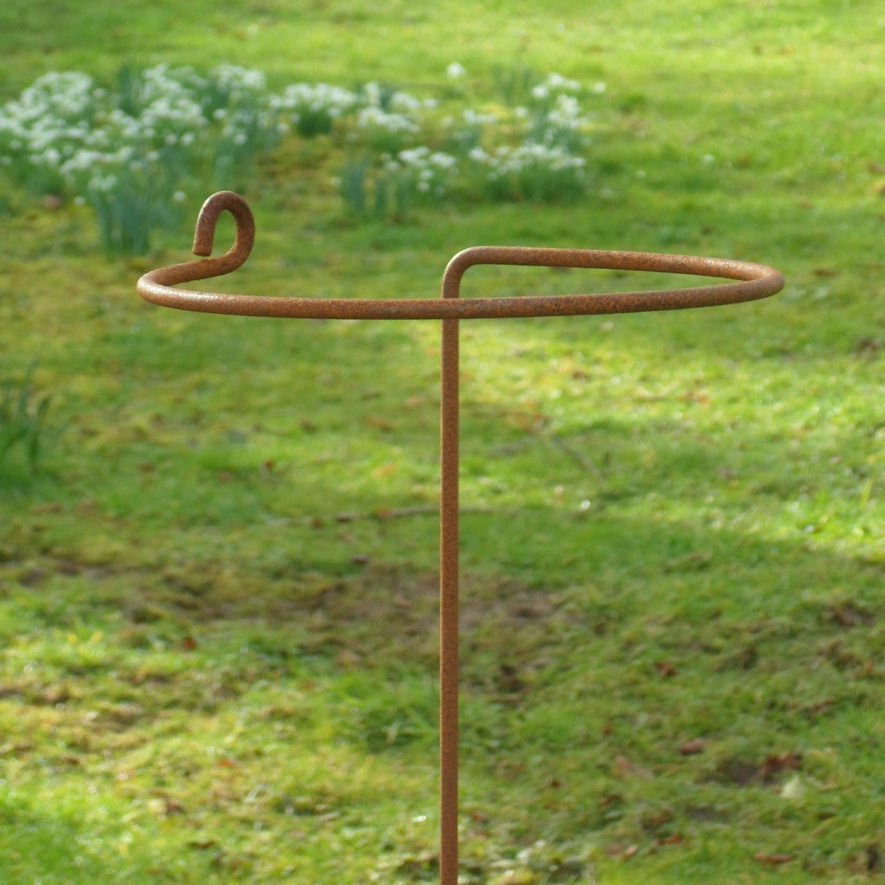 hand made rusted metal wrap around plant supports arrondi. Black Bedroom Furniture Sets. Home Design Ideas