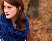 Oversized, chunky knit infinity Scarf - Blue
