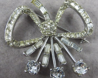 Beautiful Vintage Rhinestone BOW Broach Brooch - Sparkly Holiday Pin