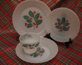 Vintage Termocrisa, Mexico, White Milk Glass Christmas Holly and Berry Holiday Dishes; Set of 14