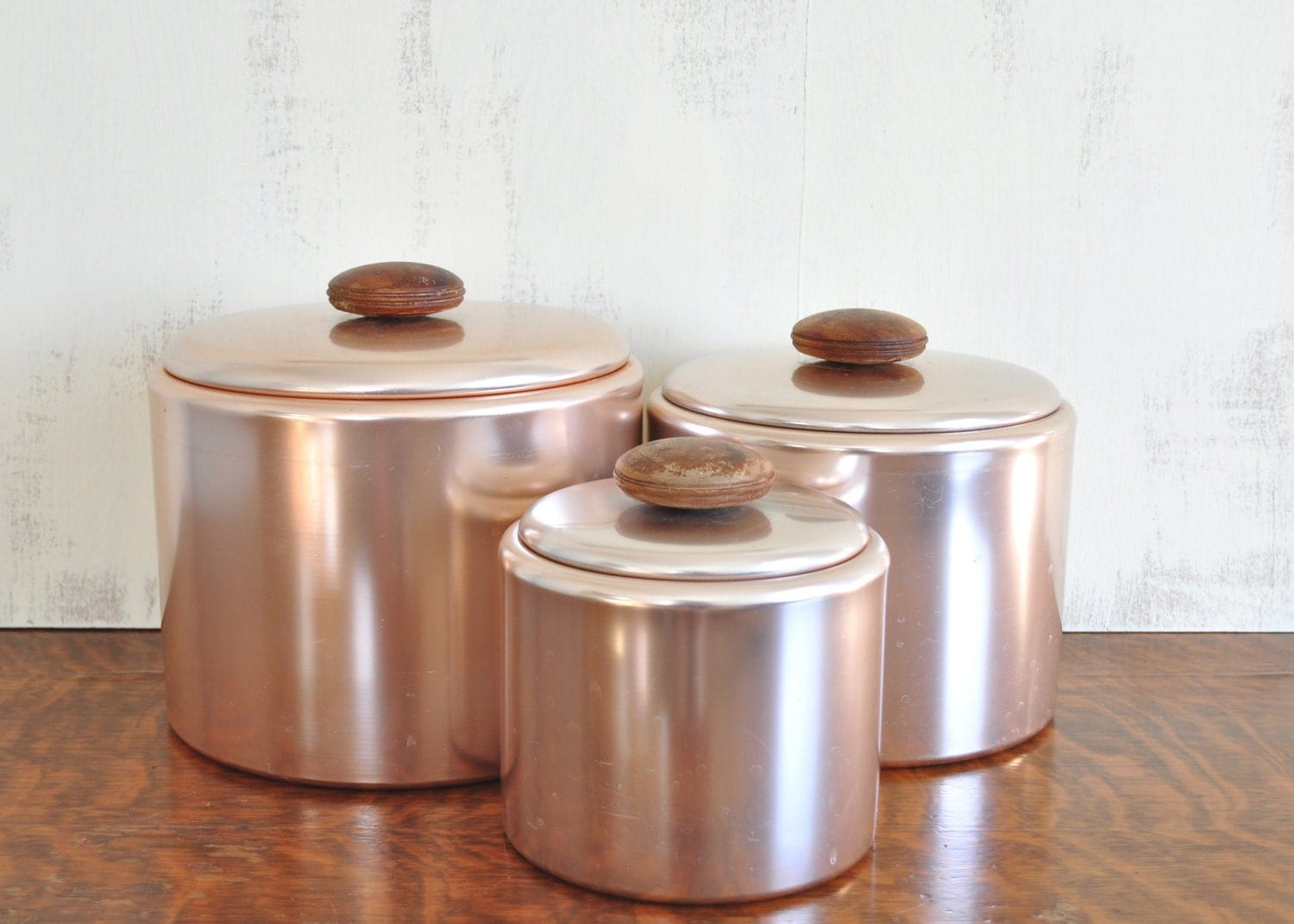 Vintage pink aluminum mirro kitchen canister set with wood for Toko aluminium kitchen set