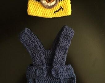 Newborn Crochet Minion hat and overall set. Newborn photos, babys first photos, minion, babys first Halloween