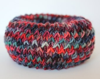 Knitted bangle bracelet