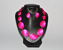 Hot pink twisted bead necklace, Wavy bead jewellery, Colourful Jewellery,  Pink twisted beads, Gift for her, Valentine gift