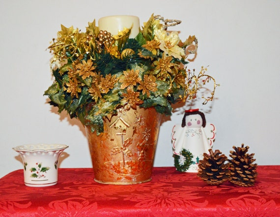 Christmas floral arrangement centerpiece table