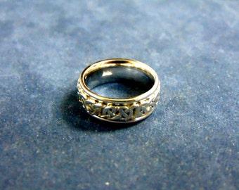 Lovely Vintage Estate 14K White Gold Band Ring W/ Overlaid Design, 7.6g E1973