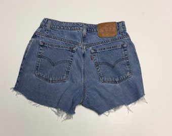 High Waisted Levi Shorts Vintage cut-off sz 10
