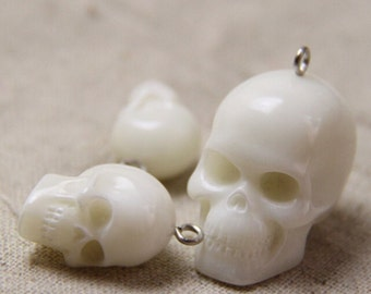 2pcs Lovely Resin Skull Cabochon Cameo Charms.