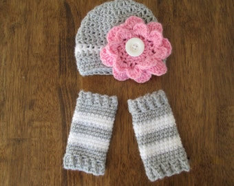 Newborn photography prop hat and leg warmers with switchable flowers