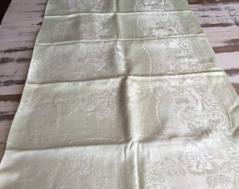 Linen Tablecloth with  8 matching Napkins