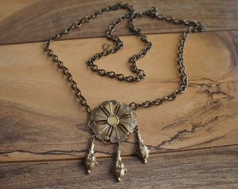 Vintag  Chain Necklace  Jewelry   Pendant  Collectable Gold  Fiower Drop E-131