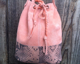 """Bucket bag, bucket bag """"JOSEPHINE"""" in pink cowhide leather and leather effect snake."""
