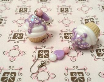 Cupcake earrings white