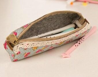 Pencil wrap pencil case blue with lace