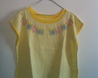 SALE! 80s pale yellow mexican embroidered summer top small
