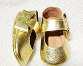 baby shoes gold,baby shoes,baby shoes girl,baby shoes lather,baby shoes handmade,baby shoes pdf,baby moccasins,leather baby moccasins,shoes