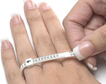 NEED to know your RING size? This ring sizer is perfect for you then.