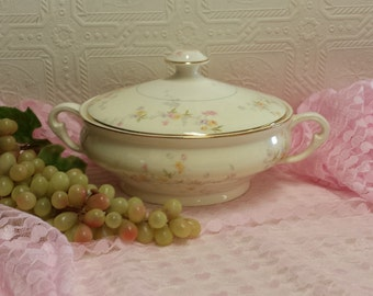 """Lovely and Pristine Covered Vegetable Dish, w/Handles, Vintage Shabby Chic Pope Gosser, """"Clementine"""" Pattern, 1950s; Made in USA"""