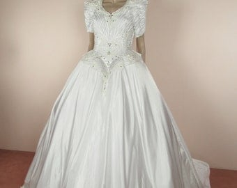 80's Vintage Wedding Dress - White bridal gown –  princess dress from the 1980's – Full skirt ball gown -