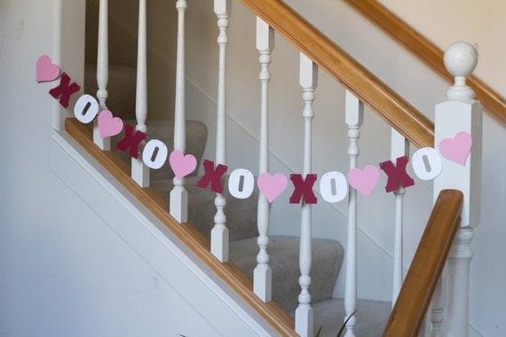 Valentine's Day banner, XOXO, pink, red & white, garland