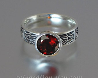 LAUREL CROWN silver ring with Garnet