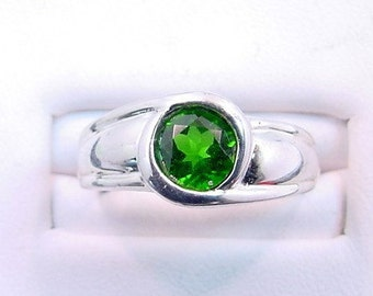 AAAA Chrome Diopside 6mm .62 carat Natural untreated set in 14K white gold ring 0691
