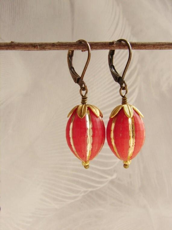 Vintage drop earrings, Vintage Lucite bead dangle earrings, Gilded gold red earrings, vintage coral drop earrings, gift for aunt
