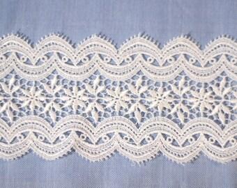 """20"""" Pre-cut Ivory Wide Venetian Lace"""