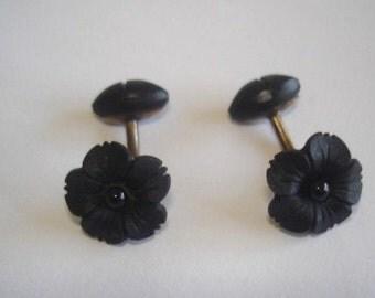 Black Gutta Percha 8 to 9K Gold Flower