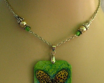 Green Butterfly Wooden Pendant Necklace Jewelry Handmade NEW Chain adjustable
