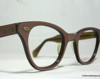 Vintage Eyelgasses. 50s Pearly Pink Cat Eye Glasses