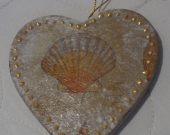 Shell Design Heart Ornament