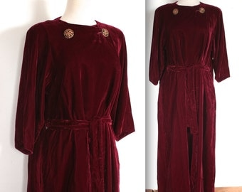 Vintage 1950's Dressing Gown // 40s 50s Plum Velvet Robe with Filigree Buttons // Katherine of Aragon // DIVINE