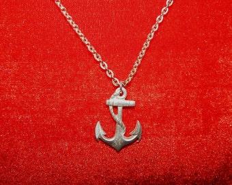 Adorable vintage 60's silver metal anchor silver tone chain bombshell nautical pendant necklace