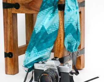 Scarf Camera Strap - Camera Straps - DSLR Camera Strap - Camera Accessories - Gifts for Photographers - Teal Zig Zag Scarf Strap