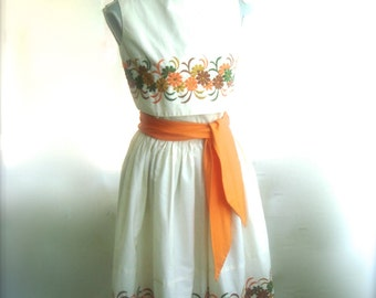 Beautiful 1950's White Embroidered Summer Dress, Two Piece Circle Skirt and Blouse,  Size Small