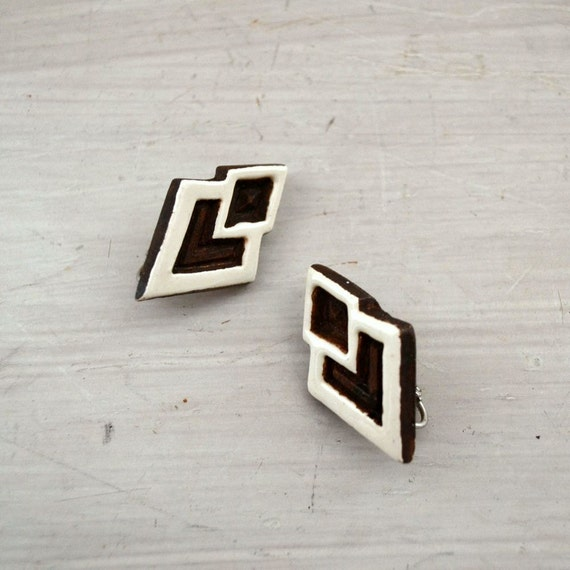 Tribal Wood Earrings 1970s Vintage Clip Ons Geometric Brown White Hippie Boho Earrings