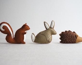 Woodland animal playset sewing pattern – DIY embroidery sewing pattern for rabbit, squirrel and hedgehog softies – soft toy tutorial