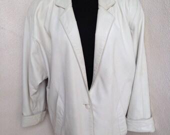 Vintage 1980 big shoulder white leather jacket by Erez lined pockets sz M