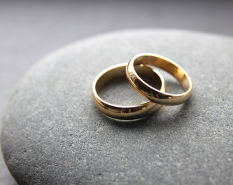 Wedding Ring Set: 18ct Yellow Gold Wedding Ring Set, 4mm & 5mm, D-shape Profile, Shiny Finish, Custom Sizes
