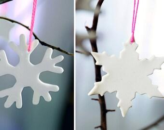 Elegnat snowflakes Set of 2, christmas decoration made of porcelain