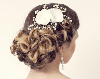 Bridal hair comb. Ivory flower pearl hair comb. Wedding hair comb. Pearl flower hair comb. Bridal hair accessories. Bridal headpiece.