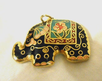 Amazing! Vintage Elephant pendant necklace
