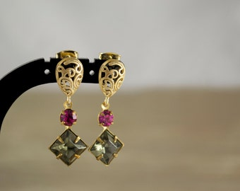 Glass Earrings. Vintage Faceted Glass Square Stone and Round Swarovski Rhinestone. Black Diamond and Fuchsia. Gold Plated Drop Earrings